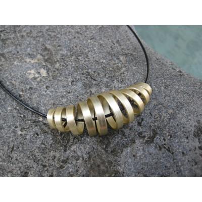 Collier alu zig-zag fuschia avec perle magique fuschia