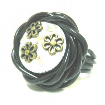 Bague noire/bouton fashion blanc