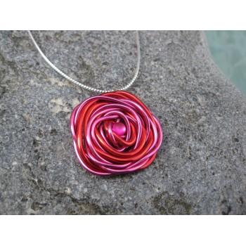 Collier alu rouge/rose, modèle fleur