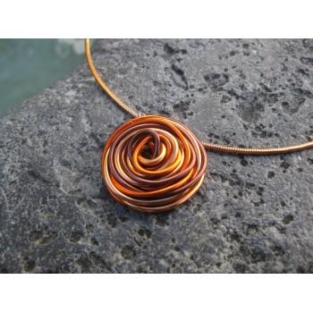 Collier alu chocolat/orange, modèle fleur